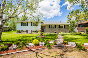702 6th Line, Innisfil - Walk to the Water!