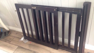 Wooden safety baby gate