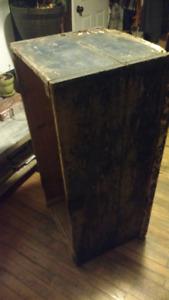 Coffre ancien clou carré