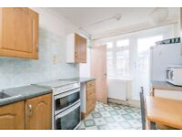 Four Bedroom Flat In Isle Of Dogs