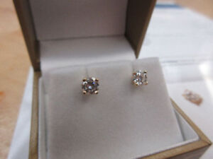 **$3,210.00 VALUE** Ladies 14k Gold Screw Back Diamond Earrings