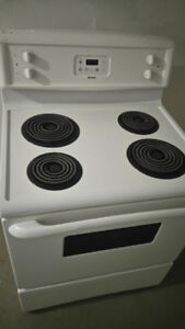 Kenmore. White digital coil top stove. Clean