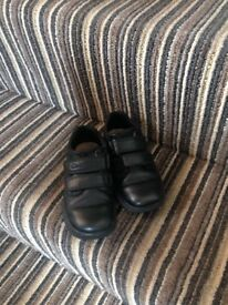 Clarks school shoes 8.5f