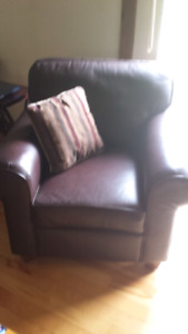 Leather loveseat/chair combo
