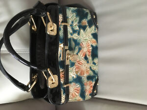 ***Stunning Black Patent Leather w/coral, teal pattern on front*
