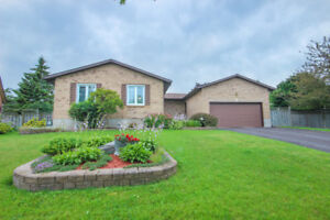 OPEN HOUSE 3+1 Bdrm/ 3.5 Bath Bungalow Located In Amherstview