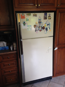 four et frigo a vendre / fridge and stove for sale URGENT