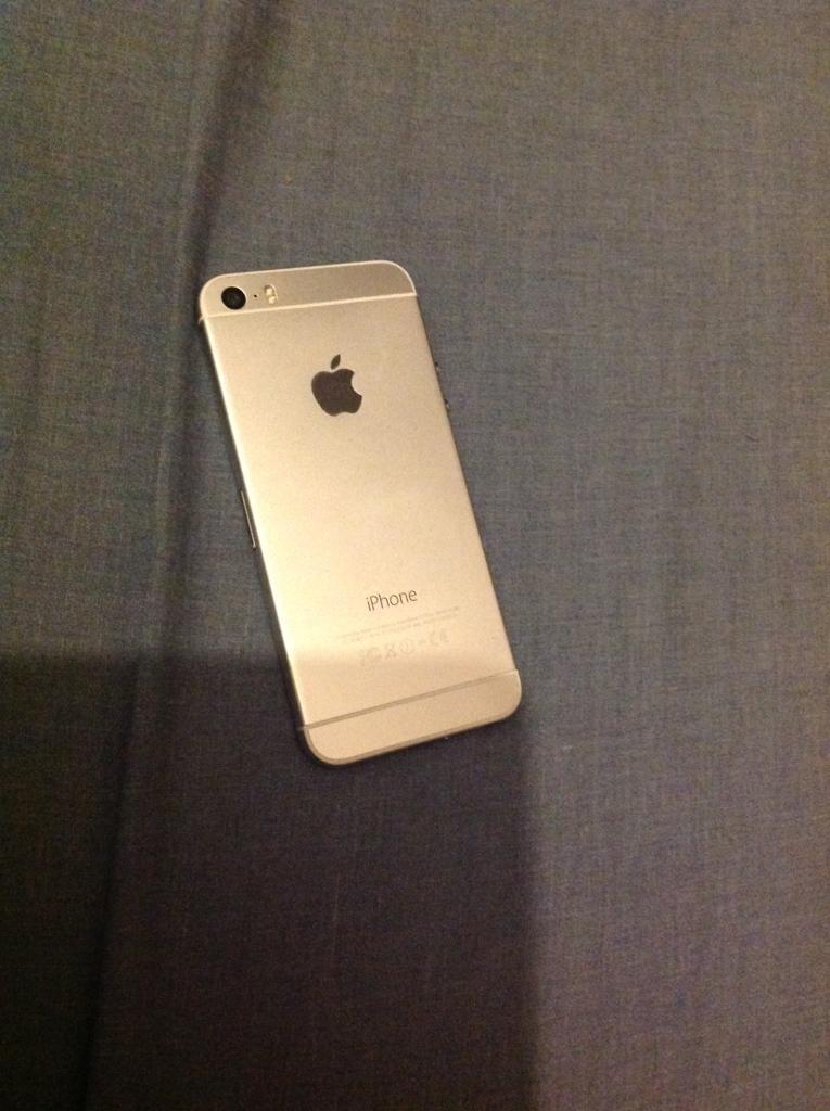 iPhone 5s converted to look like iPhone 6in Harrow, LondonGumtree - iPhone 5s converted to look like the iPhone 6.Locked to Vodafone. 16gbHas been fully refurbished.Comes with wall plug and charger