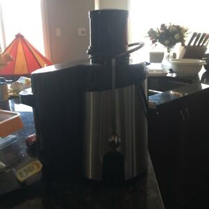 Very new juicer for sale