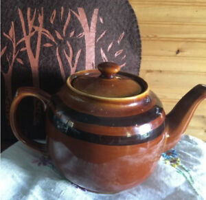Rare vintage Brown Betty teapot with felt cozy