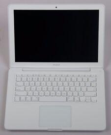 Apple MacBook 2010 - Unibody - White - 2.4GhZ, 4GB RAM