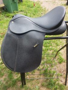 18 Wintec Wide Saddle
