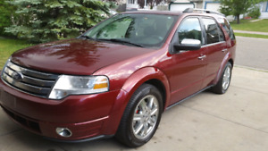 FORD TAURUS X LIMITED AWD FULLY LOADED