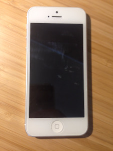 iPhone 5 - 16gb - White - Telus Locked
