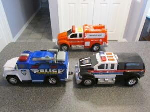 2 Camions police 1 camion pompier sonore lumineux Tonka...14po