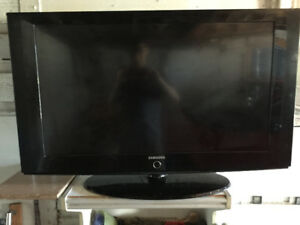"Beautiful 40"" 720p LCD HDTV (Black) from Samsung"