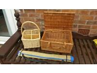 Picnic basket, drinks basket and floor mat