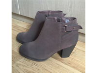Brown boots wide fit size 6 BNWT