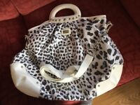 River Island bag in really good condition. 18x16 inches