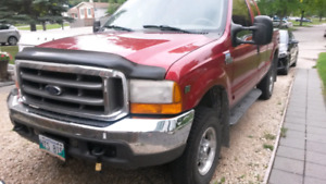 $6000 2001 Ford F250 Lariat V10 Gas Low Km for age