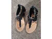 Womans toe post sandals size7