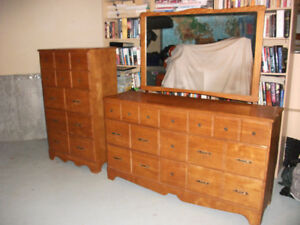 Wooden Dresser Set with Mirror