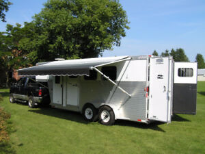 Exiss 3-horse trailer with LQ / Remorque à 3 chevaux habitable