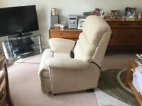 Electric riser/recliner chair