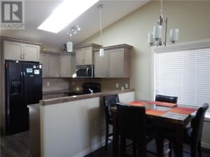 UPSCALE MODERN 4 BEDROOM FULLY FURNISHED HOUSE IN BLACKWOLF