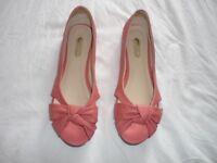 Ladies flat shoe - size 6