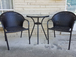 Mint** Round glass table and 2 wicker chairs