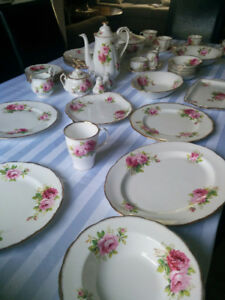 Full Set of Royal Albert Bone China 85 pieces