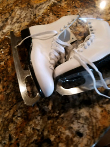 Ladies figure skates size 7/8