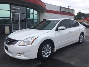 2010 Nissan Altima 2.5 S Heated Seats! Leather Seats! Clean!