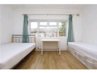 Twin room available now - walking distance to Stratford station
