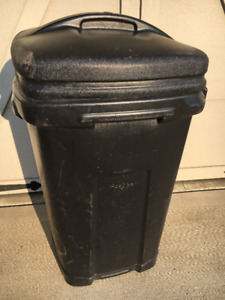 44 GALLON GARBAGE CAN