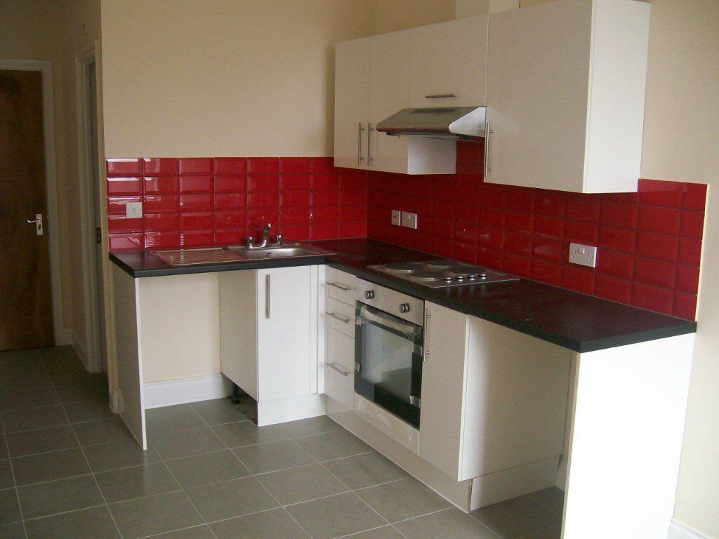 Studio Flat, Millbrook Road East, Available NOW