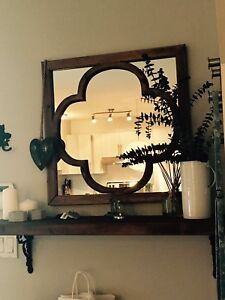 Miroir antique et tablette
