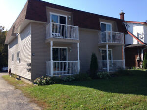 3 ½, Completely renovated, close to Ottawa, Hull and the highway