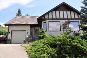 Charming Lake 4 Bed home in Salmon Arm (Raven)
