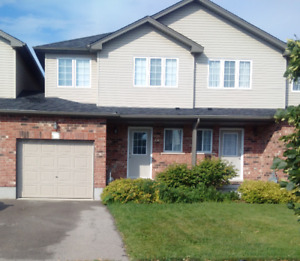 Great townhouse in ideal East Waterloo location