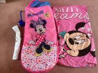 Inflatable minnie mouse bed with single minnie mouse duvet cover