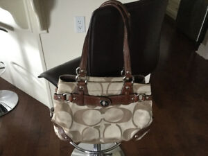 COACH PURSE ** IN MINT CONDITION ** AMAZING DEAL !!