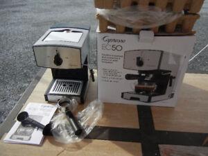 Machine café Keurig espresso,cappuccino,cafetière eau tassimo