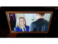 24 inch white toshiba tv led hd freeview