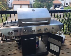 Propane BBQ with two propane tanks and cover