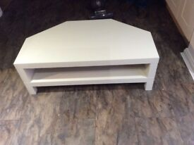 Cream wood corner television stand 39.5inch width 21.5 inch 14inch high good condition £25