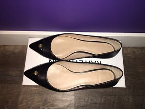 Authentic TORY BURCH flats ***size 7.5***