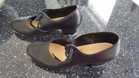 Ladies/Girls Black Tap Shoes