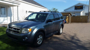 2010 Ford Escape XLT 4x4, 4cyl, auto.....................$4950.0